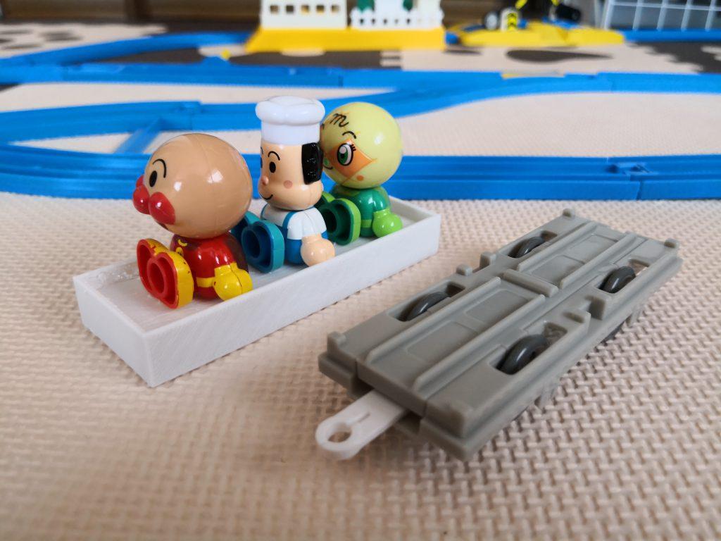 プラレールの貨車に人形を乗せたい